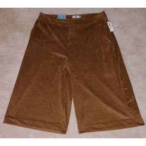 NWT Old Navy Faux Suede Capri Pants Brown 14 SOFT